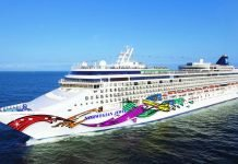 Norwegian Jewel Arrives in Hawaii