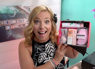 Giant Unboxing GlossyBox