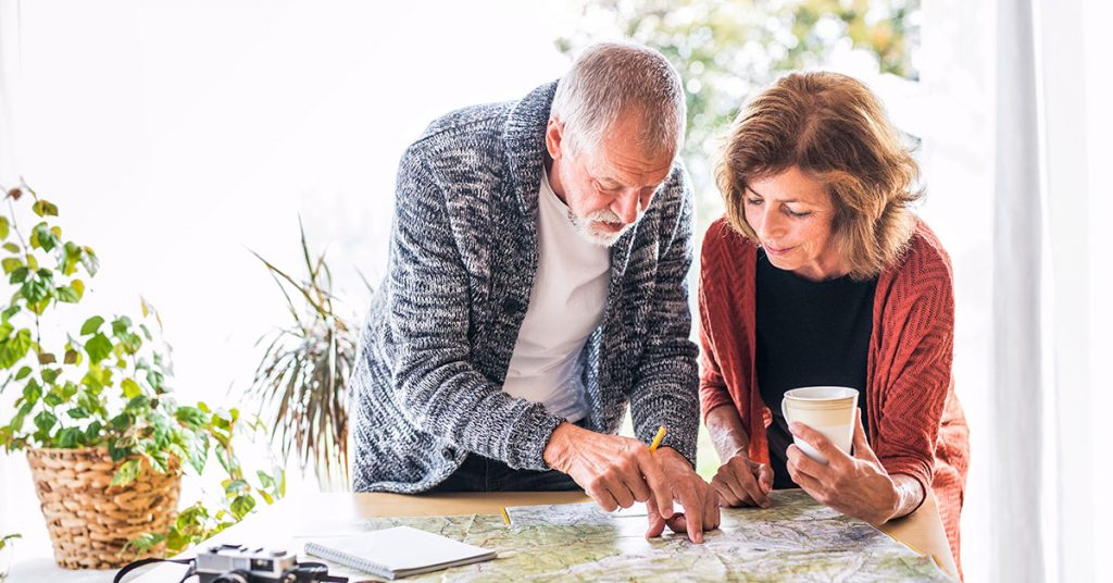 cruise mistakes couple with map