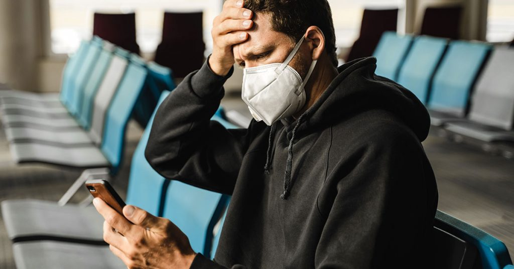 cruise mistakes man in respirator at the airport