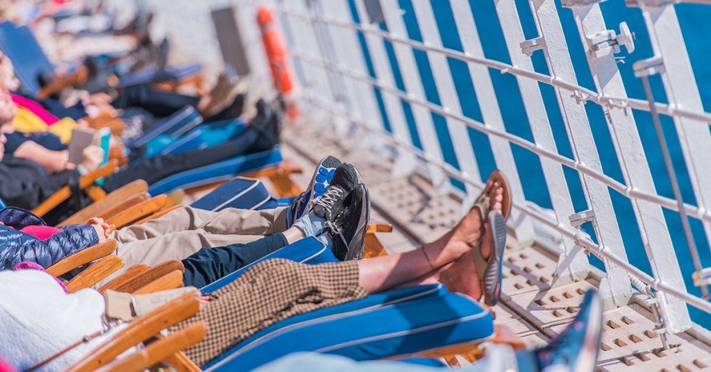 Is cruising safe - cruise ship sunny day