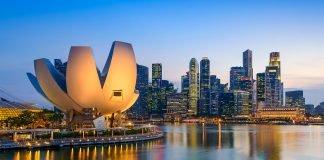 Singapore cruies singapore skyline