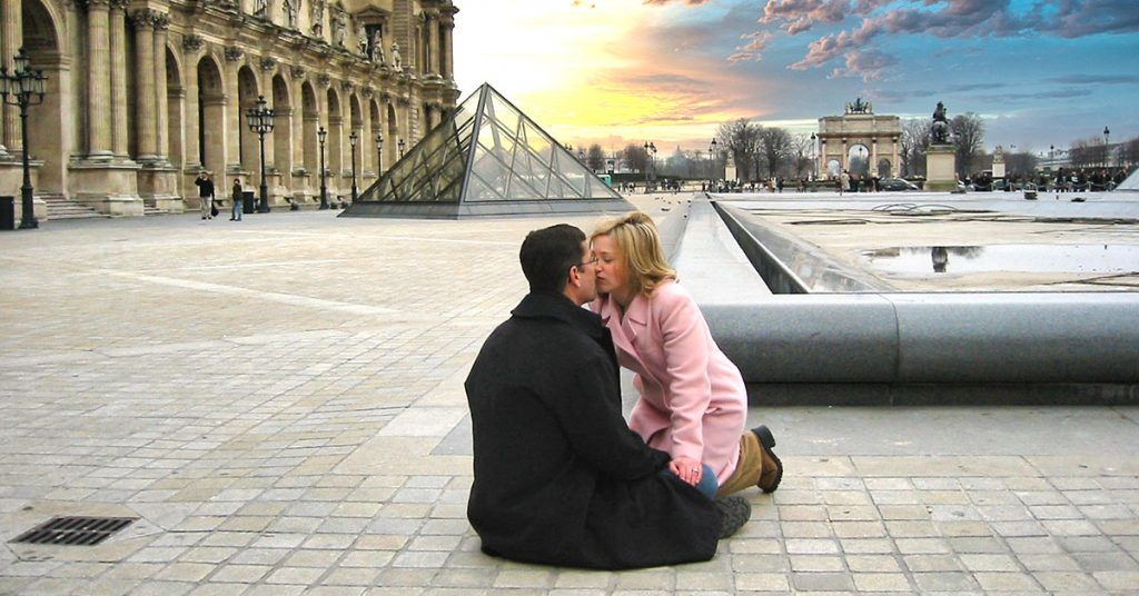 Valentine's Day Love Story - Paris-Kiss-Louvre