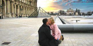 Top 10 travel moments - Paris-Kiss-Louvre
