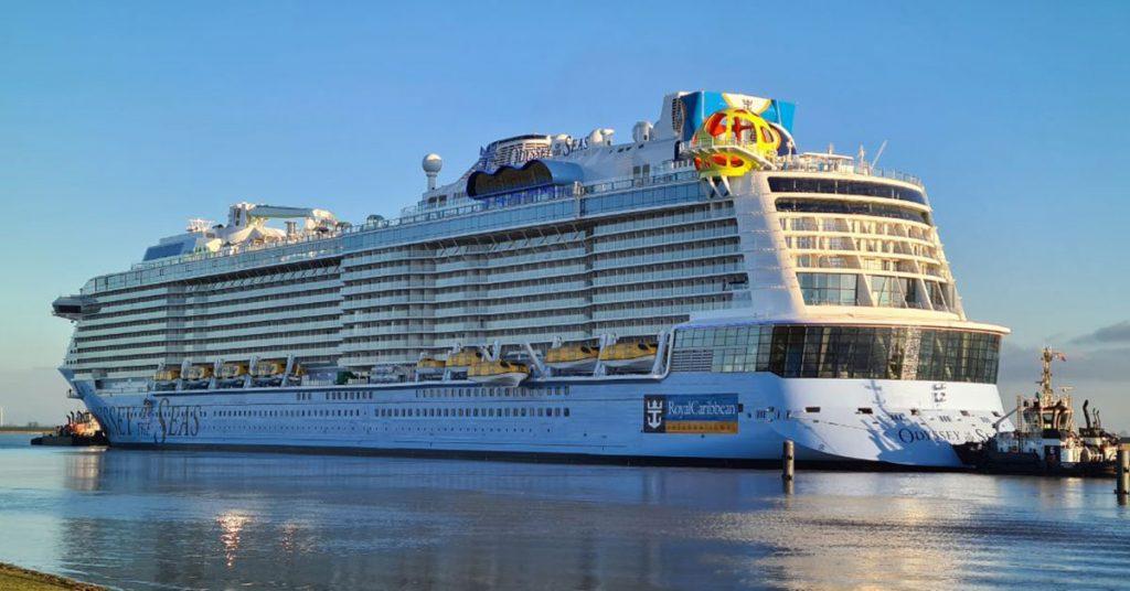 Royal Caribbean Odyssey of the Seas waiting at Gandersum lock